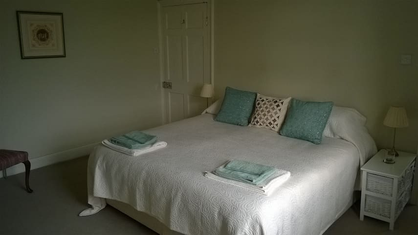 Spacious ensuite room in Quantock AONB Somerset - Spaxton