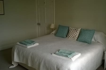 Spacious ensuite room in Quantock AONB Somerset - Spaxton - Dům