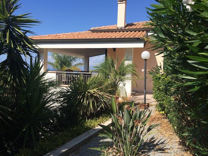 Entire villa with sea view - Marina di Zambrone