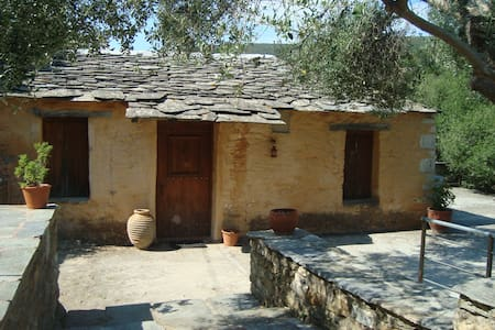 Traditional old farm house - Zarakes - Casa