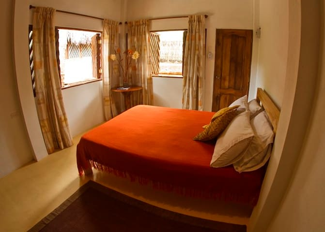 Habitacion privada en Montañita - Montanita - House