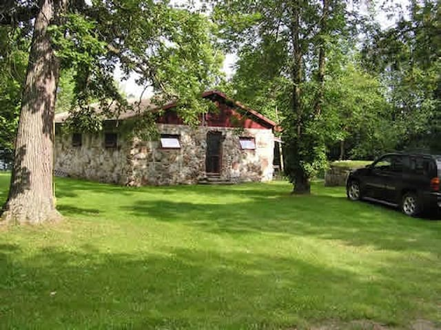 Charming Stone Cottage, Upper Rideau, Westport, ON - Westport - Kulübe