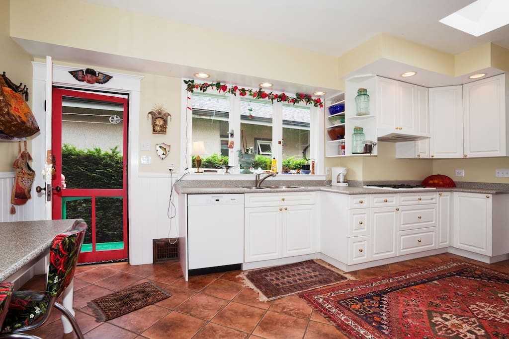 Bright kitchen to start your day!