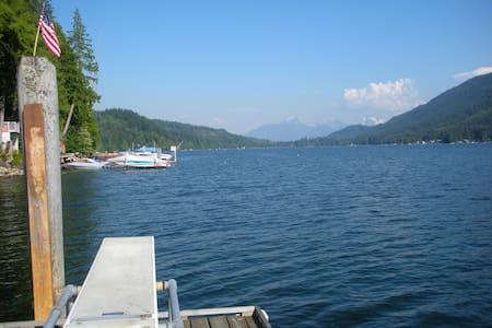 Lakefront Log Cabin Getaway - Mount Vernon - Casa