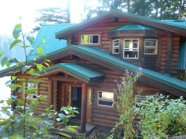 Lakefront Log Cabin Getaway - Mount Vernon