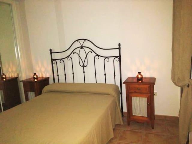 1* dormitorio , cama de 1'50 metros.