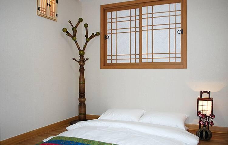 2 Korean Traditional Style :-) MAGO - Jung-gu - House