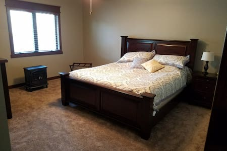 Private Room and Living Area in South Sioux Falls - Sioux Falls