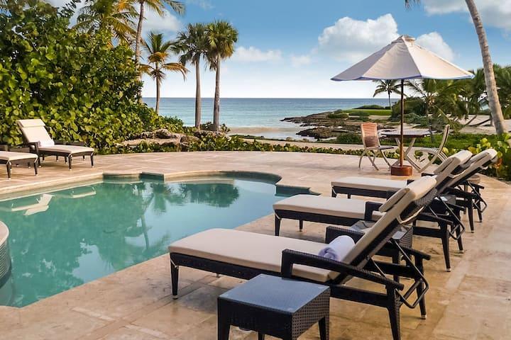 Oceanfront Caleton Villa