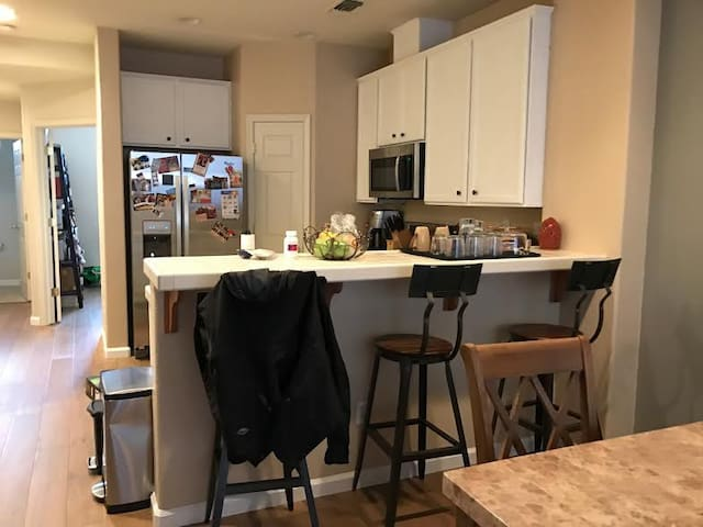 Great Private Room by Great Commuter Location - Hayward - Ház