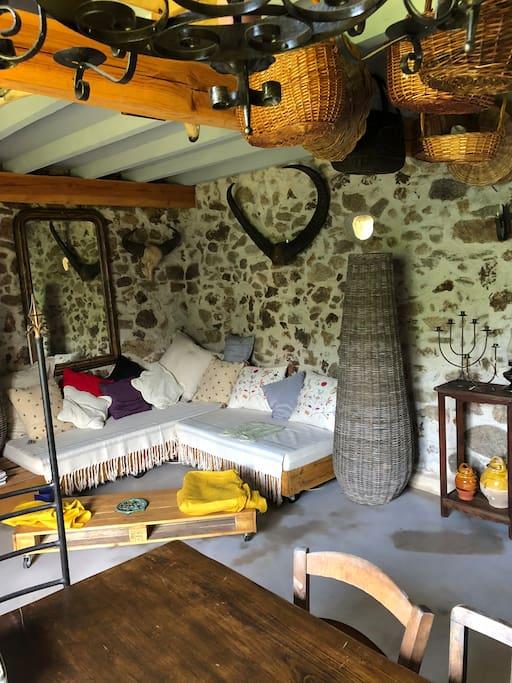 Salon pouvant servir de couchage