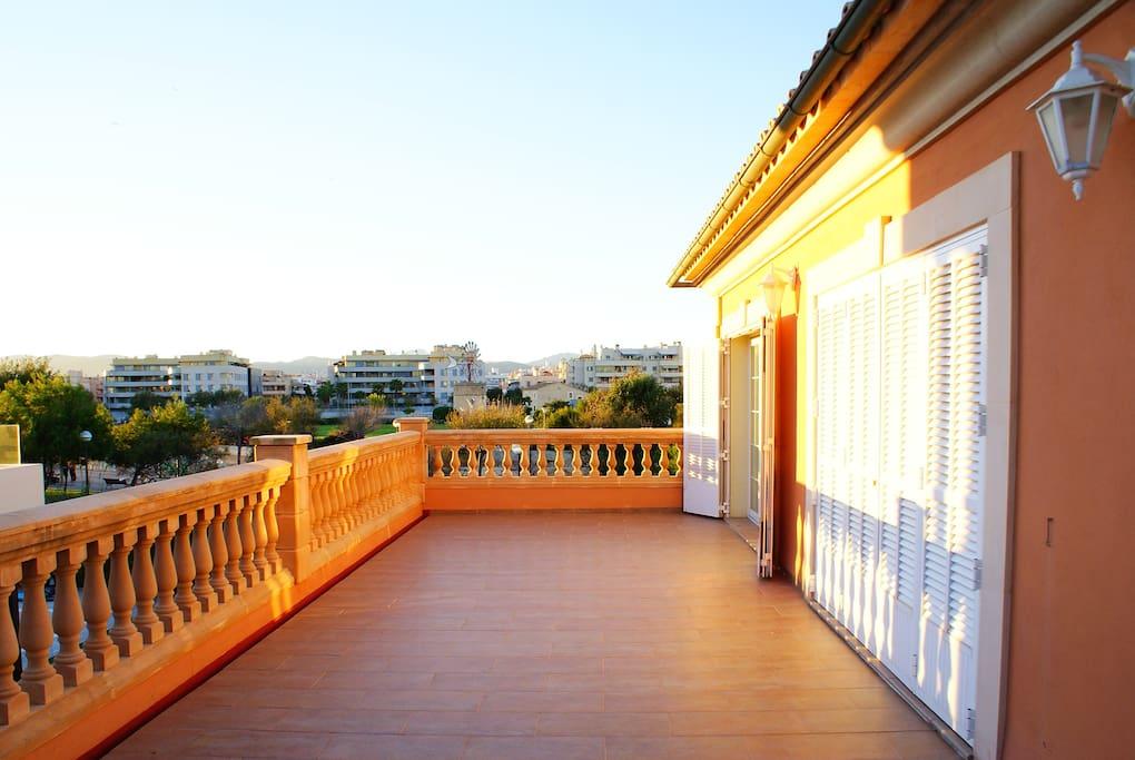 Terraza superior de acceso directo desde las habitaciones 1 y 2