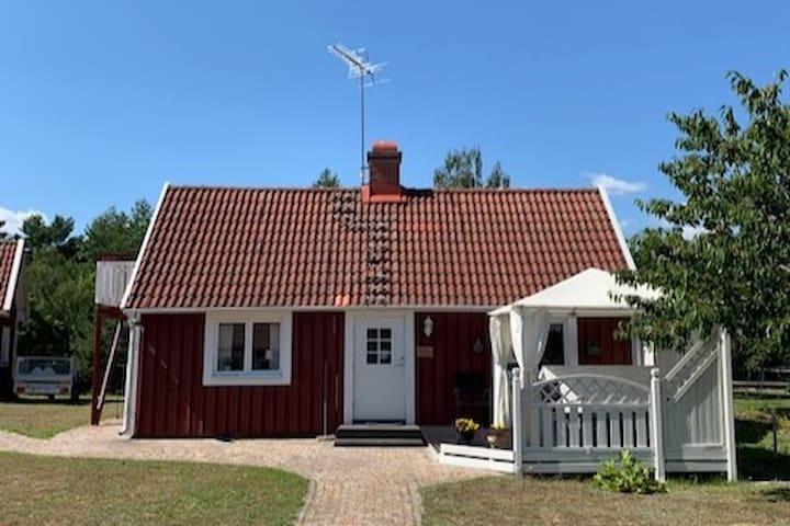 Kustnra hus mellan Mnsters och Timmernabben - Airbnb