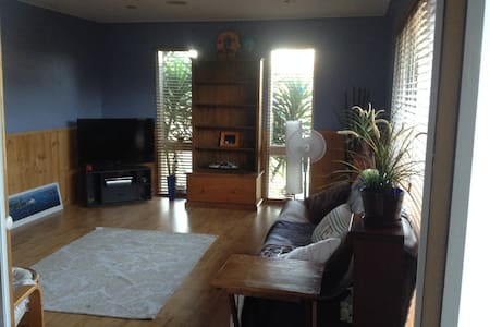 Relax in front half of house - Carrum - House