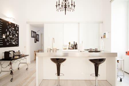 Splendido appartamento su due piani - ナポリ
