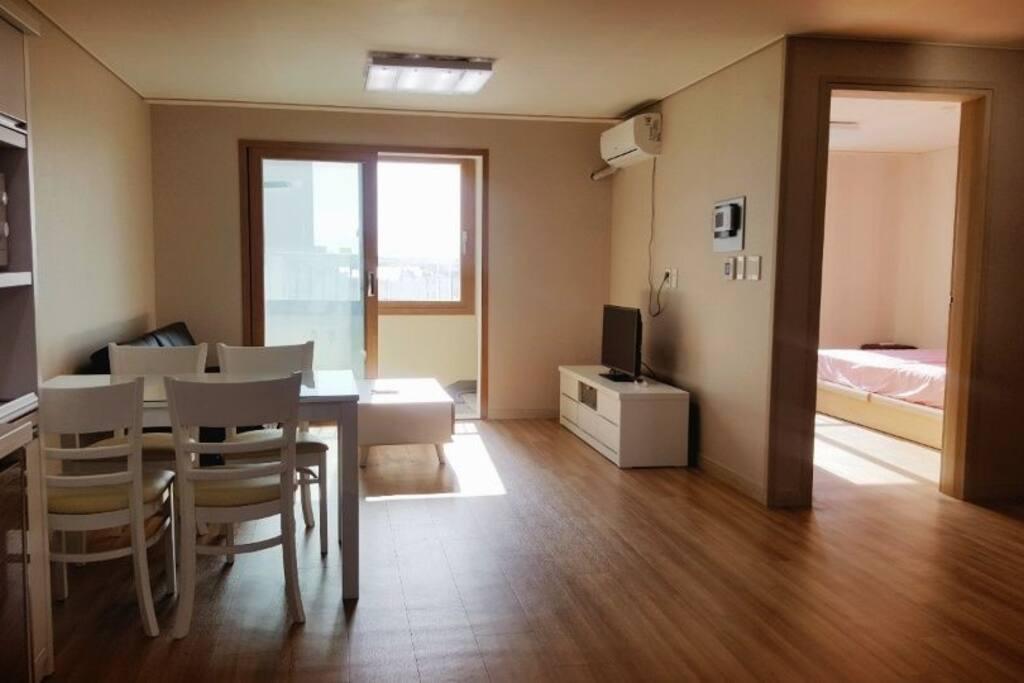 새 건물에 새 아파트라서 아주 깨끗해요