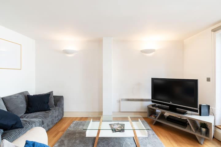 Spacious 2 BR Duplex on Earls Court Road