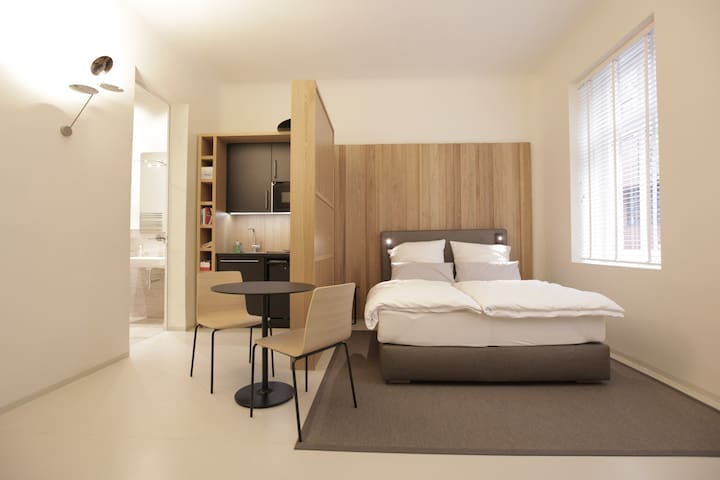 Super central, design-flat with modern comfort