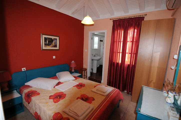 Double Bed Room & WC in House with Beach - Sporades - Villa