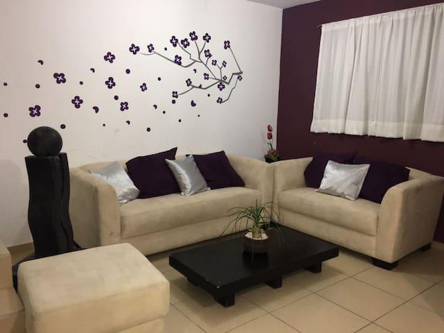 Casa cómoda y funcional en Fuentes del Lago