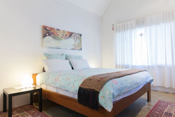 Cool, quiet and close to the Sea - South Fremantle - Apartment