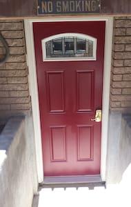 The Red Door Inn - Sandy - House