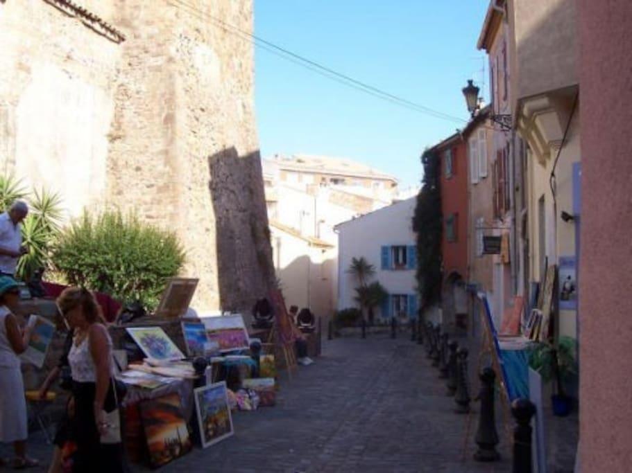 Rue des templiers, quartier historique de Saint Raphaël