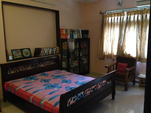 1 room to give (in 4 bedroom apt) - Mumbai - Appartamento