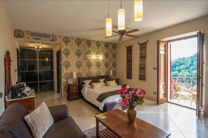 Deluxe Bedroom in luxury Boutique Hotel