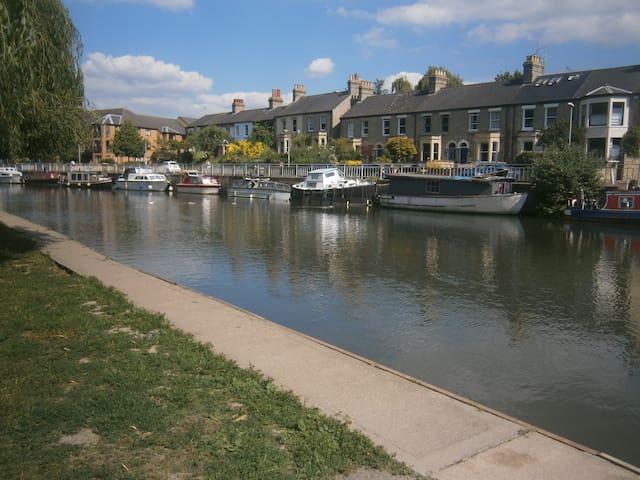Victorian riverside home - Cambridge - Aamiaismajoitus
