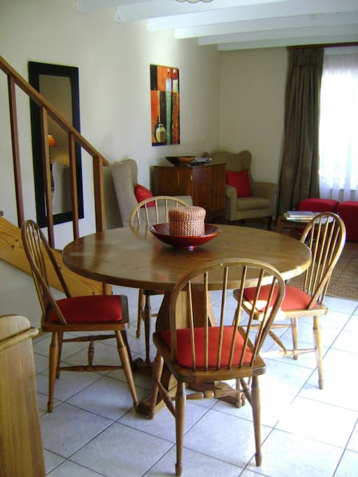 Dining area, downstairs