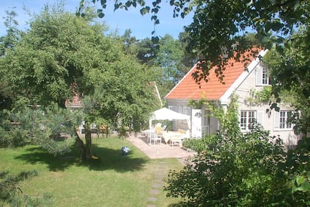 LOVELY SUMMERHOUSES 2 min to the white sandy Beach - Höllviken - Casa