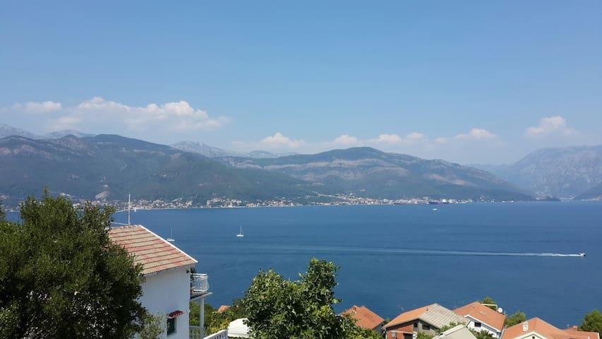 A beautiful View - Krašići - Ev
