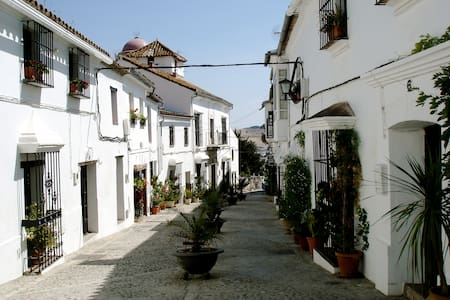 18th c. converted convent in Andalusian village - Jimena de la Frontera - บ้าน