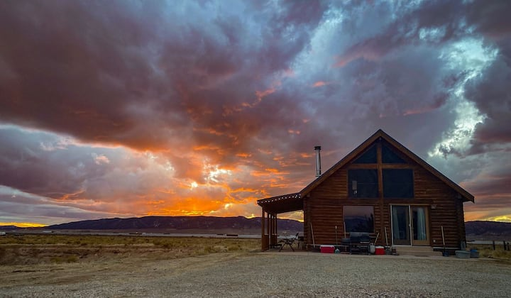 Parowan Llama Ranch Getaway - Cabin Sleeps 5