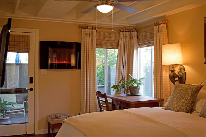 Suite at Quail Cottage  near everything!
