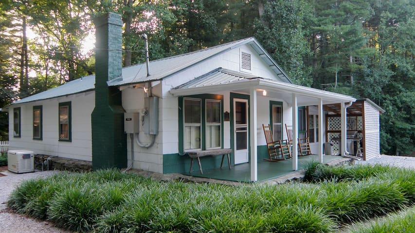 The Dinkly Little Cabin - Franklin - Srub