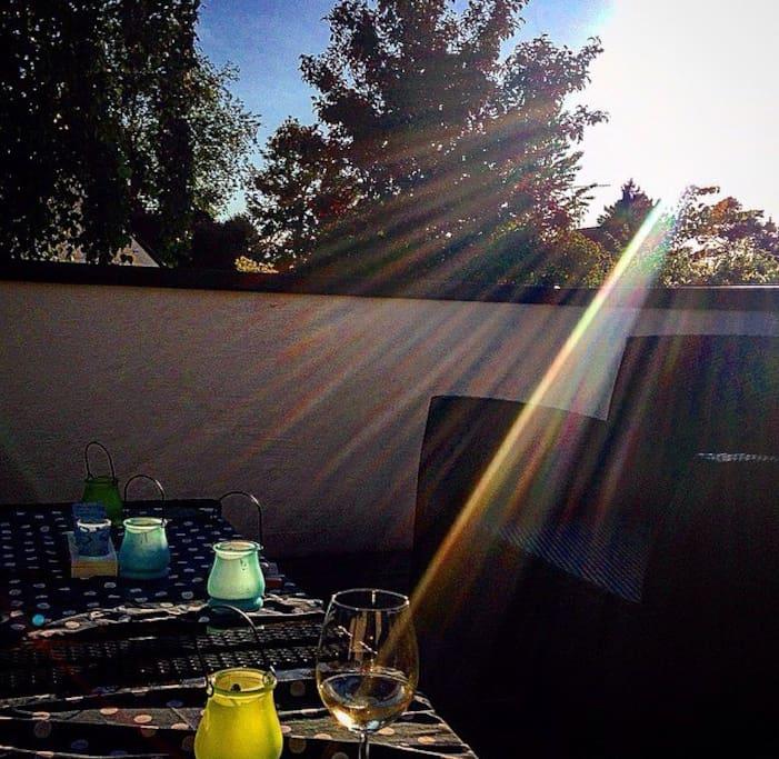 Solnedgång på verandan                                    Sunset on the veranda