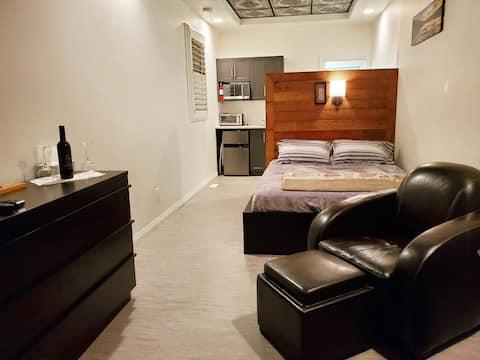 🛏️ Cozy, Modern, Vibrant ☀️ Studio Suite