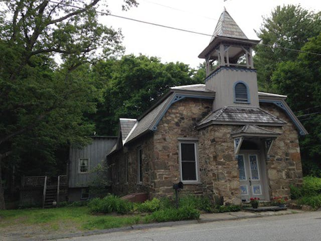 Historic Old Stone School House! - Lake George - Ev