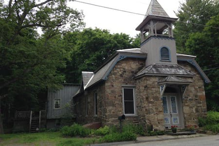 Historic Old Stone School House! - Lake George