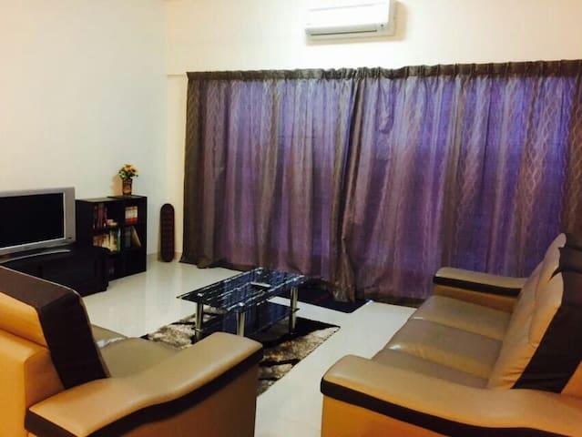 Cozy Homestay @ Setiawalk , Puchong (LRT Nearby) - Puchong - Wohnung