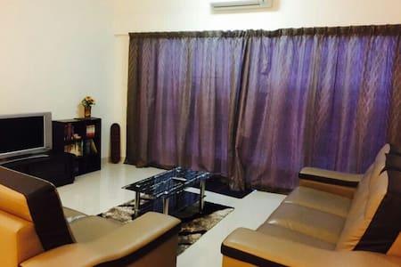 Cozy Homestay @ Setiawalk , Puchong (LRT Nearby) - Puchong - Condominium