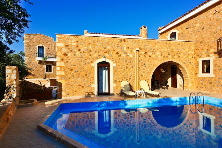 3 bedroom Ιndependent villa with private pool