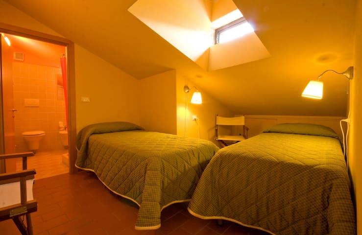 Camera doppia mezzanina con secondo bagno