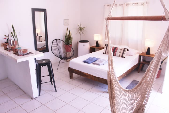 Tropical Studio - Heart of Tulum, AC, WIFI