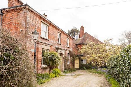 Water Mill, near Lymington (sleeps 5/6) - Lymington