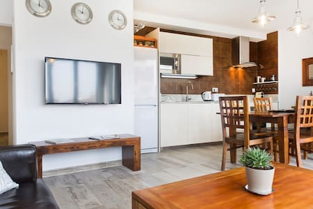 "7 MINUTES FROM ""LAS RAMBLAS"" LUXURY 3 BDRMS FLAT - Barcelona - Apartment"