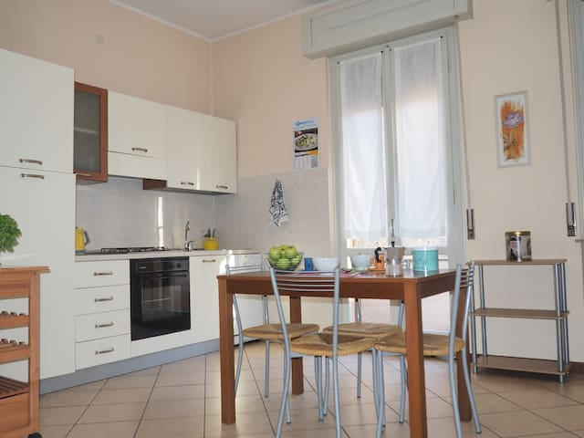 Bright and wide flat in the Historical Centre - Mantova - Pis
