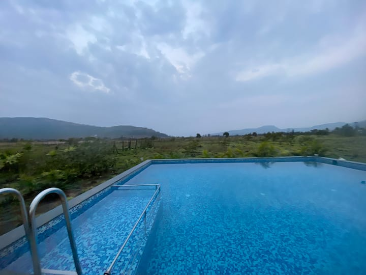 Stunning Pool Great View Peaceful Setting